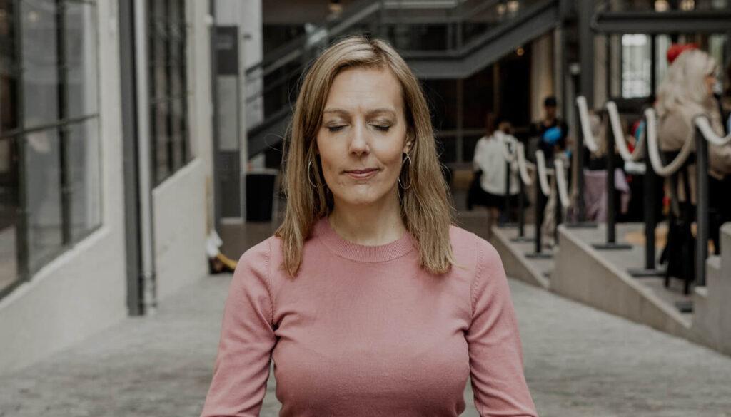 varför är det bra att yoga på lunchen?